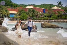 Wedding Expert Tips: Groom's Style For a Beach Wedding. Bodas Huatulco #BeachWeddingMexico #HuatulcoWeddings #GroomSuit #Groomoutfit #groomlook #Beachweddinggroom