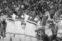 Fotografia de notícias : The Sacramento Kings cheer after a play against...