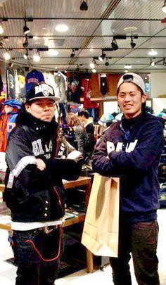 【大阪店】 2012年12月2日 ジャケットを探されていた健吾様!!    RAIDERSのサテンジャケットお似合いです!!    またのご来店お待ちしております!!