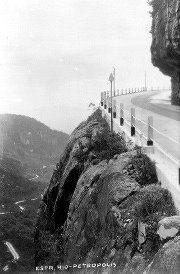 Petrópolis Antiga: construção da Estrada Rio Petrópolis, chegando-se ao Mirante do Cristo (após o túnel de subida)