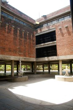 City Museum - Le Corbusier, 1954 -  Ahmedabad IN