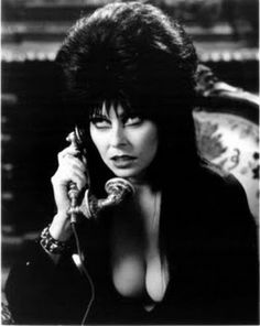Elvira, Mistress of the Dark - Cassandra Peterson Cassandra Peterson, Samhain, Scary Movies, Horror Movies, Elvira Movies, Divas, 7 Arts, Valley Girls, Cinema