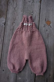 Strikkeguri sine strikkerier: Trultemor-buksedress Baby Dungarees, Knitting Machine Patterns, Baby Born, Pixie, Knitted Hats, Knitwear, Knit Crochet, Winter Hats, Beanie