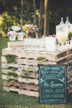 rustic wedding drink bar and wedding sign decor ideas - Deer Pearl Flowers Wedding 2017, Chic Wedding, Wedding Signs, Fall Wedding, Our Wedding, Dream Wedding, Rustic Wedding Bar, Rustic Weddings, Wedding Trends