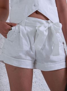 I love these shorts! Cut Work, Hot Pants, White Fashion, Boxers, Casual, White Shorts, Shots, Trousers, Vestidos