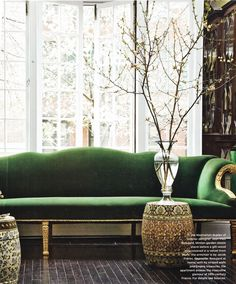 Emerald green. Pantone Color of the Year. 2013 color scheme. Interior design. Painting tips. Couch.
