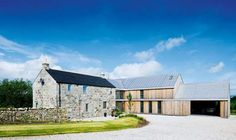 If you're looking for new ideas for your extension project then look no further. This design gallery offers many different modern extension ideas. Contemporary Barn, Modern Barn, Küchen Design, House Design, Design Ideas, Building Extension, Side Extension, Cottage Extension, Rural House