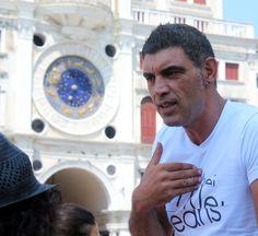 Hakan Güngör'le İtalya bir şanstır... Best tour guide ever, turkey-italia #tourguide #besttourguide #guideitaly #tourguideitalia #ets http://benchtenbence.blogspot.com/2012/08/italya-benim-icin-estetik-ve-borc-demek.html