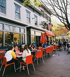 Washington D.C is trending in the food scene, so we rounded up the best places to eat and top restaurants and sites to visit, including Rachael Ray's top 5 faves!