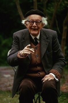Jean Piaget the father of modern developmental psychology. Also one of the last people that can pull off a beret. Jean Piaget, Philosophy Of Education, My Philosophy, Piaget Theory, History Of Psychology, Psychology Notes, Learning Theory, Business Management, Childhood Education