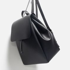 Zara black leather backpack ISO 😽❤️ please help me find it 👀 Brandy Melville Bags Backpacks Cute Mini Backpacks, Stylish Backpacks, Rucksack Bag, Backpack Bags, Diy Mochila, Fashion Bags, Fashion Backpack, Diy Fashion, Accessoires Iphone