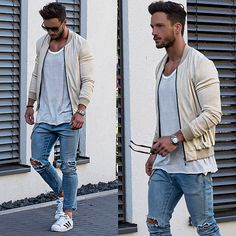 Easy summer look* Jacket: @manieredevoir T-Shirt: @hm Jeans: @hm Sneaker: @adidas_de
