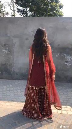 Casual Indian Fashion, Indian Bridal Fashion, Indian Fashion Dresses, Dress Indian Style, Indian Outfits, Black Pakistani Dress, Beautiful Pakistani Dresses, Pakistani Dresses Casual, Fancy Dress Design