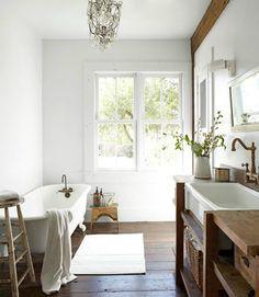 Badkamers met houten accenten   Éénig Wonen