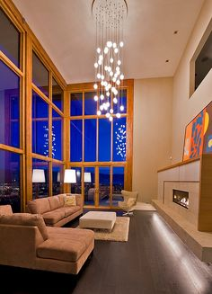 Etonnant Chandelier Living Room Elobarate Cascading Chandelier In Living Room With  High Ceiling