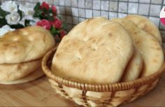 Vynikajúce chlebové placky za pol hodinky na stole, najlepšia náhrada chlebíka! Bread Recipes, Cake Recipes, Cooking Recipes, Medvedeva, Salty Foods, Just Bake, Tasty, Yummy Food, Food Cakes