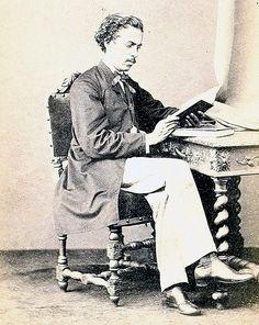 O escritor Machado de Assis, aos 25 anos, em uma de suas poucas fotos de juventude