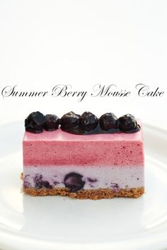 Yues Handicrafts ~月の工作坊~: Summer Berry Mousse Cake - with yakult! Fancy Desserts, Just Desserts, Delicious Desserts, Mousse Dessert, Mousse Cake, Sweet Recipes, Cake Recipes, Dessert Recipes, Mini Cakes