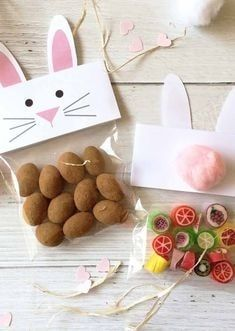 Bunny And Chick Treat Bag Toppers!-Get your hourly source of. Happy Easter, Easter Bunny, Easter Eggs, Bunny Party, Easter Party, Decoration Restaurant, Bunny Bags, Easy Easter Crafts, Diy Ostern