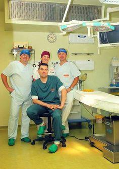 Echipa medicala care a efectuat aproximativ 300 de operatii de faloplastie in ultimii 2 ani. Echipa este condusa de Doctor Mihai Chertif.