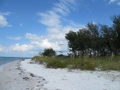 Check out the Ultimate Anna Maria Island Bucket List for tons of affordable island activities. Beach on a budget on your next Anna Maria Island vacation to Florida!