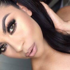 """High ponytail using @bellamihair hair extensions _______________________________ """"Sammantha"""" lashes by @blinkingbeaute @gerardcosmetics new highlight in """"Audrey"""" contacts @desioeyes #makeupbygriselda"""