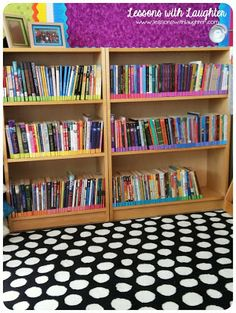 I love the color coding for the library! Lessons with Laughter: Color-Coded Classroom Library Organization 4th Grade Classroom Setup, Classroom Design, Classroom Fun, Future Classroom, Classroom Libraries, Library Labels, Library Organization, Classroom Organisation, Classroom Management
