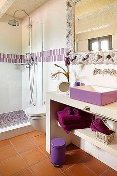 Bany en suite de l'habitació Morada. Modern, romàntic, acollidor i confortable espai de l'hotel amb encant El Racó de Madremanya - Girona - Costa Brava - Empordà