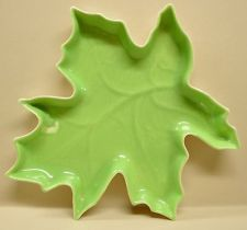 Mid Century RED WING Art Pottery Maple Leaf Shape Pattern Green Cream Dish 1387