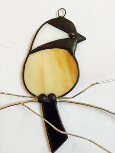 Suncatcher vitrail de mésange vue frontale par seasonaltreasures