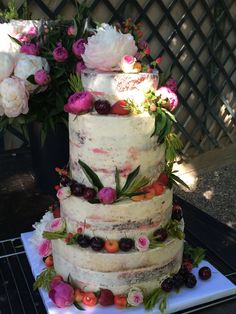 tarta seminaked floral y frutas Cupcakes, Floral, Desserts, Food, Fondant Cakes, Lolly Cake, Candy Stations, Tailgate Desserts, Cupcake Cakes