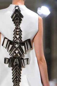 Futuristic Fashion bow back metallic spine design detail // Stéphane Rolland Haute Couture