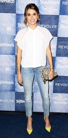 Nikki Reed elevated her Mother skinny jeans with a crisp white short-sleeve blouse, a selection of bracelets, a leopard-print clutch and bright yellow pumps. Nikki Reed, Celebrity Red Carpet, Celebrity Style, Casual Chic, Blouse Jaune, Denim Party, Look Fashion, Fashion Outfits, Yellow Pumps