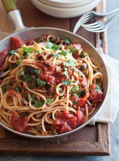 I love pasta Puttanesca Wine Recipes, Pasta Recipes, Great Recipes, Cooking Recipes, Favorite Recipes, Healthy Recipes, Italian Dishes, Italian Recipes, Italian Foods