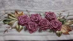 LOY HANDCRAFTS, TOWELS EMBROYDERED WITH SATIN RIBBON ROSES: PRESENTES PARA O NATAL