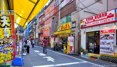 I like a lot the atmosphere on Chuo dori, where many of the most famous Akihabara buildings are located, but after a while the crowd and the noise becomes tiresome… so I usually withdraw to the quieter backstreets. Even in the busiest days, these streets are a lot less crowded, you can more easily find a place to eat and… the stores have even better prices…Loved shopping here ~