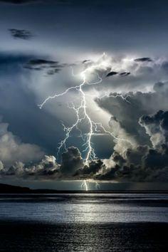 Divine Light by Edin Dzeko, Thunder storm, clouds, light beams, lightning… Beautiful Sky, Beautiful World, Beautiful Wallpaper, Beautiful Things, Pretty Pictures, Cool Photos, Amazing Photos, Amazing Places, Wild Weather