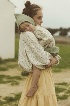 Beautiful organic mom and child wear Liilu from Germany with a sneak peek at the collection today of this sustainable fashion label Look Fashion, Kids Fashion, Kids Outfits, Summer Outfits, Smocks, Kids Clothing Brands, Mommy And Me, Kids Wear, Pulls