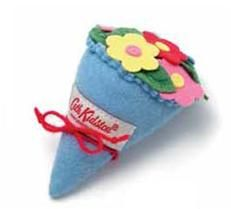 Can be a pin cushion, a brooch, can hang it in a door... Nice anyway