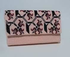 Crocheted hand bag with romanian traditional motifs by CatanaHandmade on Etsy Macrame Bag, Handbags, Traditional, Trending Outfits, Unique Jewelry, Handmade Gifts, Crochet, How To Wear, Etsy