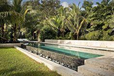 Tropical backyard garden design with dipping pool jardin paysager, design d Tropical Garden Design, Tropical Backyard, Small Backyard Gardens, Backyard Garden Design, Tropical Landscaping, Backyard Designs, Landscaping Ideas, Garden Landscaping, Modern Backyard