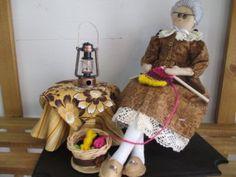 bonecas de pano vovo gertrudes fazendo trico