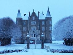 The Château-de-la-Motte Husson is located in the Loire region of France and was bought two-and-a-half-years ago by Dick and Angel Strawbridge French Chateau Homes, Angel Adoree, Angel Strawbridge, French Castles, French Houses, Houses In France, Second Empire, French Interior, Trendy Home