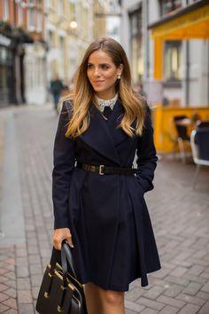 Leather belt and coat arbeta mode, stil och mode, dammode, modetrender, pre Fashion Mode, Work Fashion, Womens Fashion, Fashion Trends, Classic Fashion, Style Fashion, Fashion Tips, Mode Outfits, Fashion Outfits