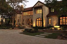 Breathtaking Tuscan style home offers a timeless appeal in Texas - This Tuscan style home with modern, clean lines was designed by Simmons Estate Homes, located in Southlake, a suburb of Dallas, Texas.