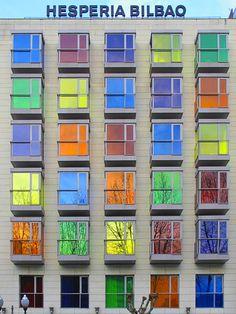 Edifícios multicoloridos - Hesperia Hotel Bilbao (Bilbao, Espanha) | IA+B Arkitektura