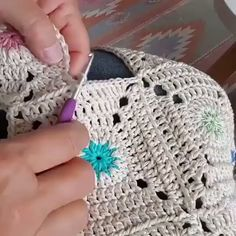 We do a lot of things like various dresses, baskets, pillows, with crochet square knitting. Crochet Stitches Patterns, Crochet Designs, Knitting Patterns, Crochet Square Patterns, Flower Patterns, Love Crochet, Crochet Motif, Knit Crochet, Learn Crochet