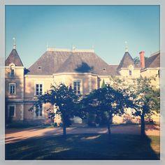 Nabij Macon- Wijn boerderij Chateau de montrouant- kleinschalige camping en enkele appartementen. Erg leuk voor wijnliefhebbers en met grote visvijver waar flinke vissen gevangen kunnen worden.
