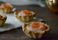 Tartellette al salmone, gustosi gusci di frolla salata farciti al salmone