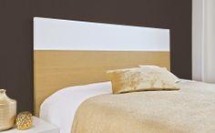 Cabecero Copenhague. El roble natural y el lacado blanco se funden en este cabecero de doble acabado, otorgándole la imagen de elegancia y sutileza  que transmite Copenhague. www.woodsson.com